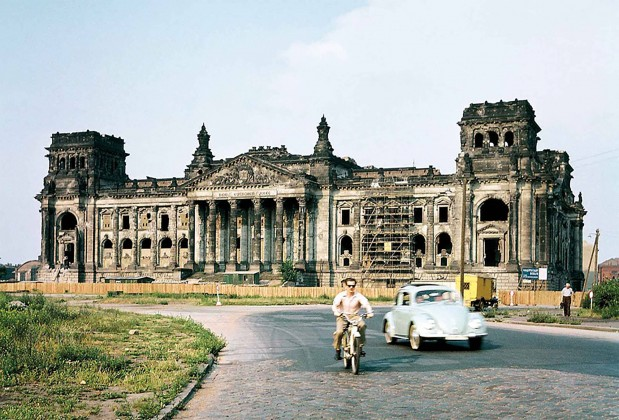 Yenileme öncesinde Reichstag binası, Berlin, 1958; fotoğraf: Josef Heinrich Darchinger