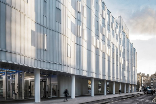 Ian Ritchie Architects tasarımı Sainsbury Wellcome Center, kuzey cephesi; fotoğraf: Grant Smith