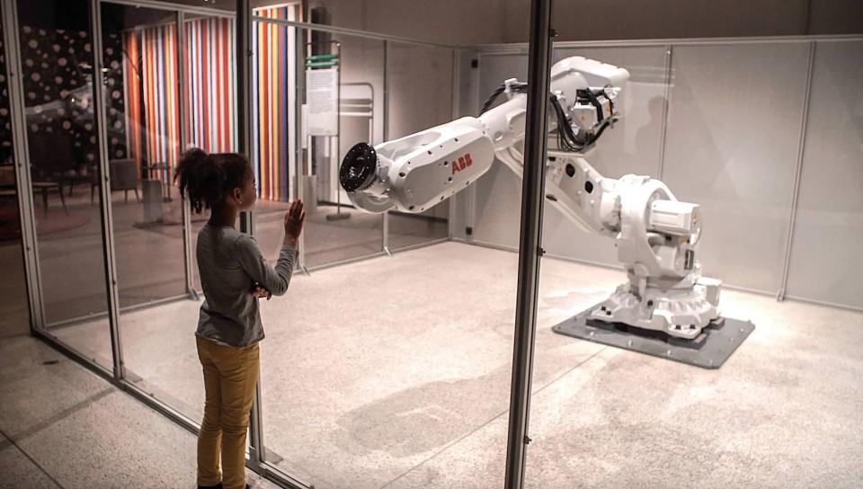 Robotunu nasıl eğitirsin, ATONATON, Mimus enstalasyonu,